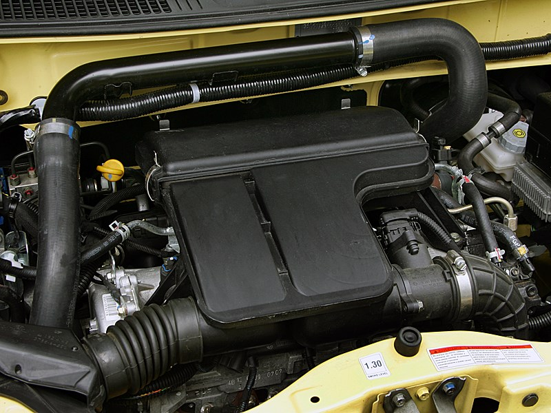 Suzuki Wagon R+ 2004 моторный отсек