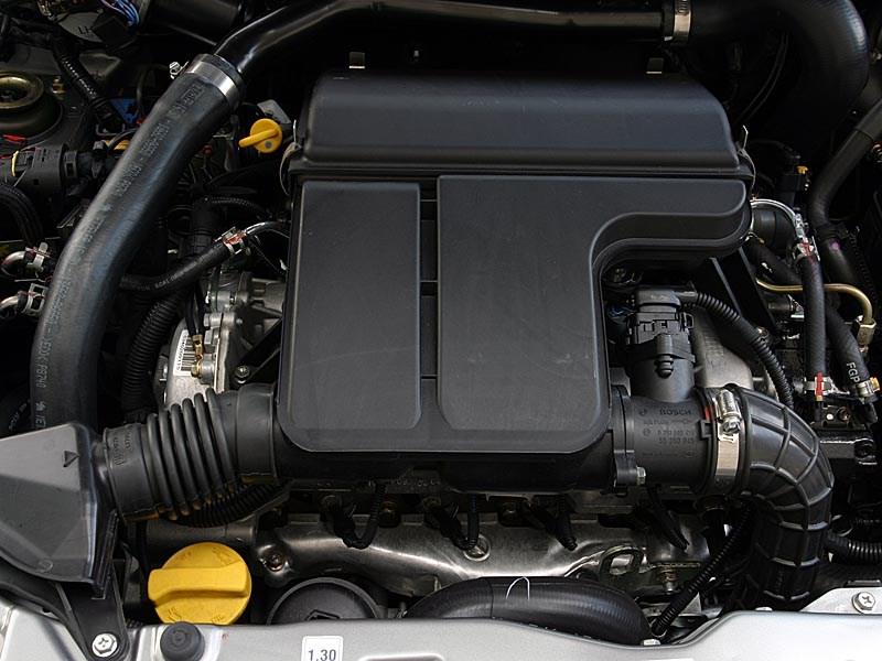 Suzuki Ignis 2004 моторный отсек