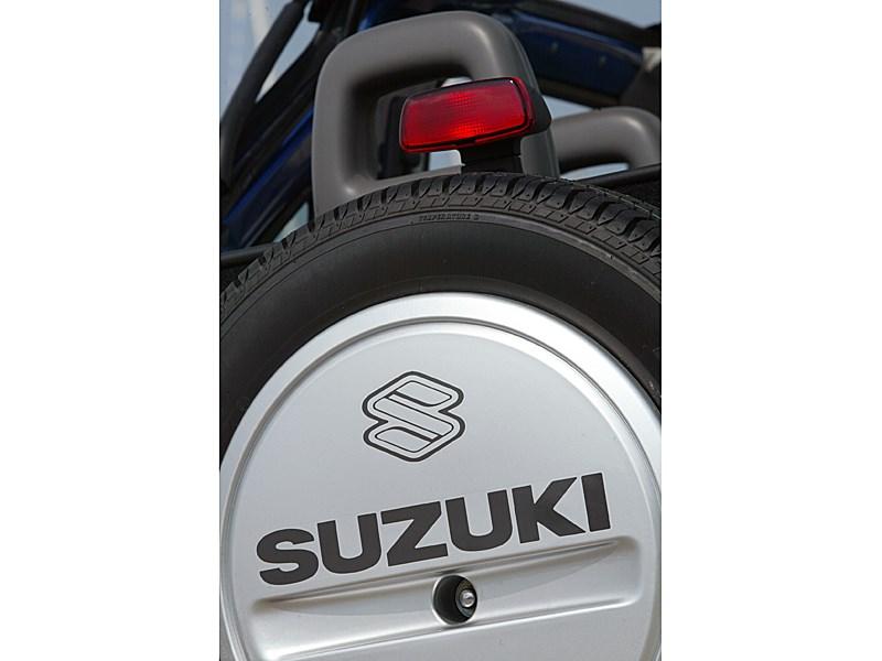 Suzuki Jimny Convertible 2004 деталь экстерьера