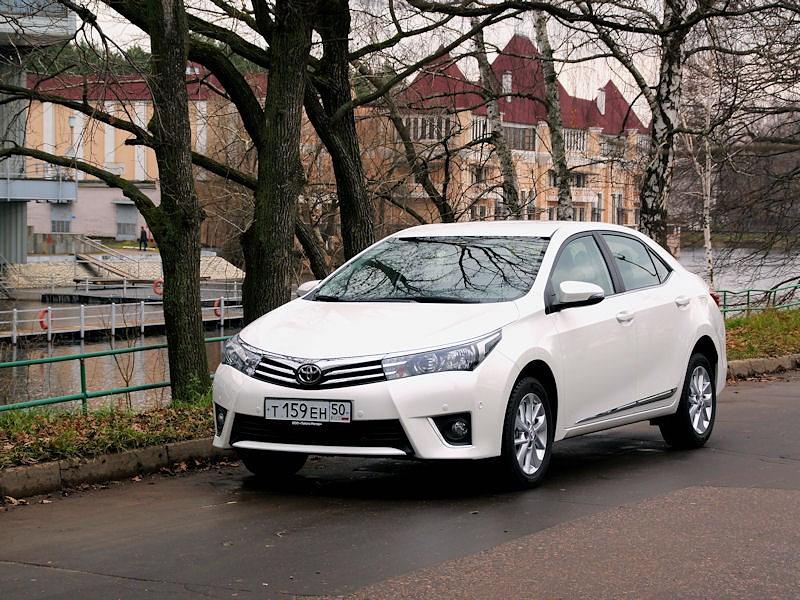 Toyota Corolla - toyota corolla 2013 вид спереди белая