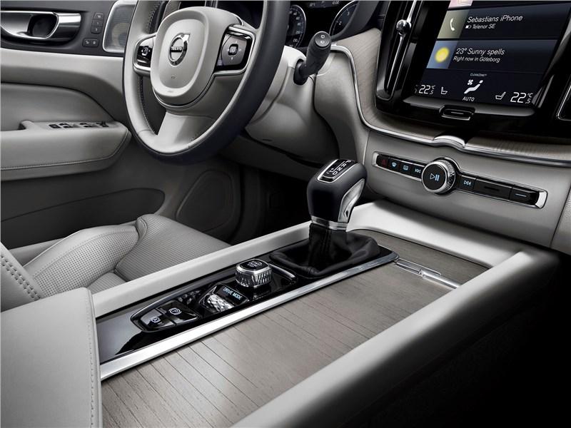 Volvo XC60 2018 интерьер