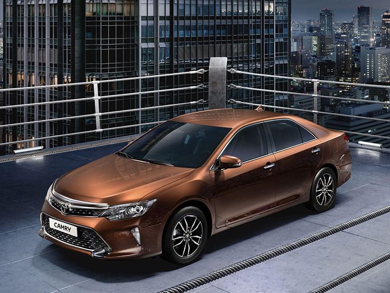 Toyota представила обновленную Camry для российского рынка