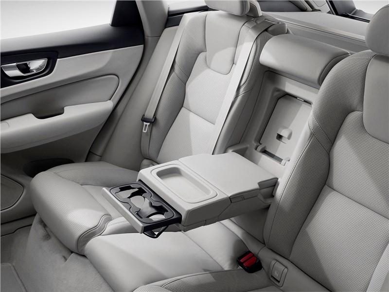 Volvo XC60 2018 задние кресла