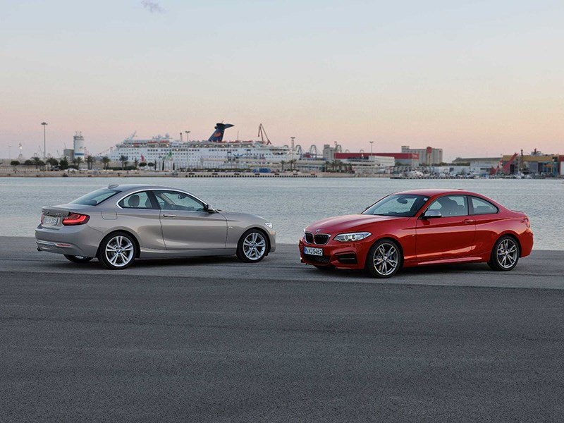 BMW 2 Series 2013 на берегу