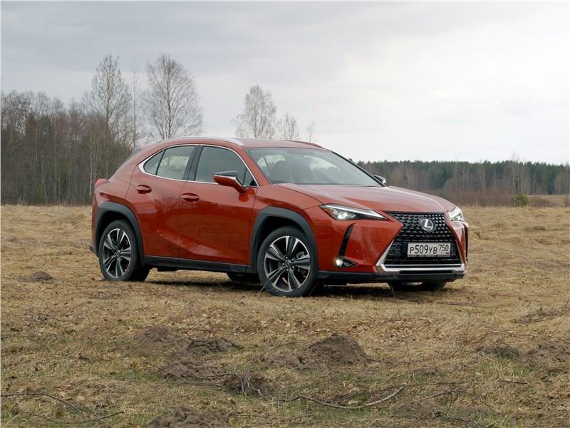 Lexus UX 200 2019 вид спереди