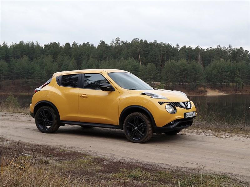 Nissan Juke 2015 вид сбоку
