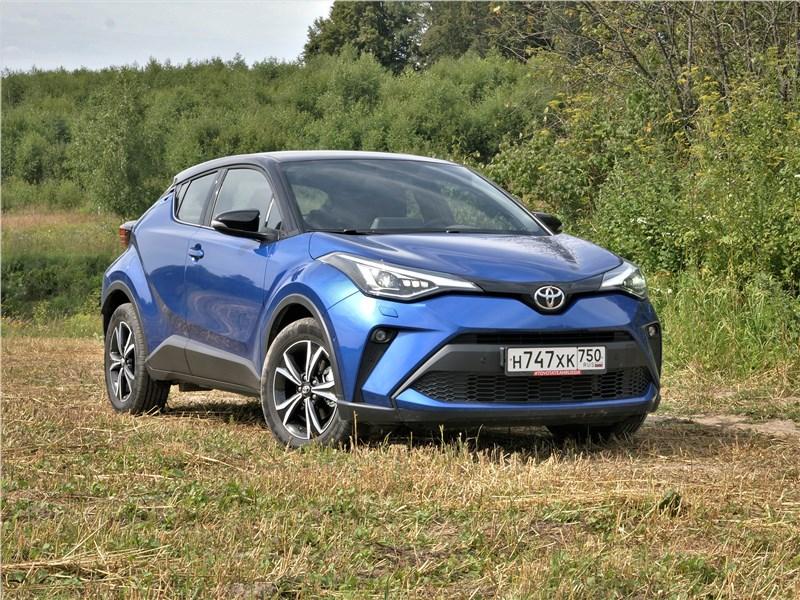 Toyota C-HR 2020 вид спереди