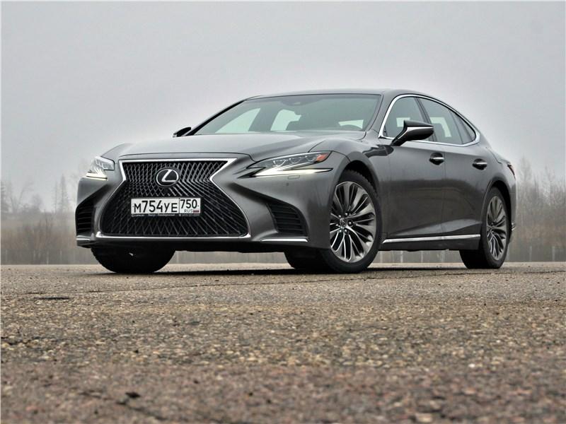 Lexus LS 500 2018 вид спереди