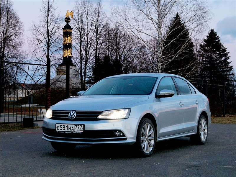 Volkswagen Jetta 2015 вид спереди сбоку