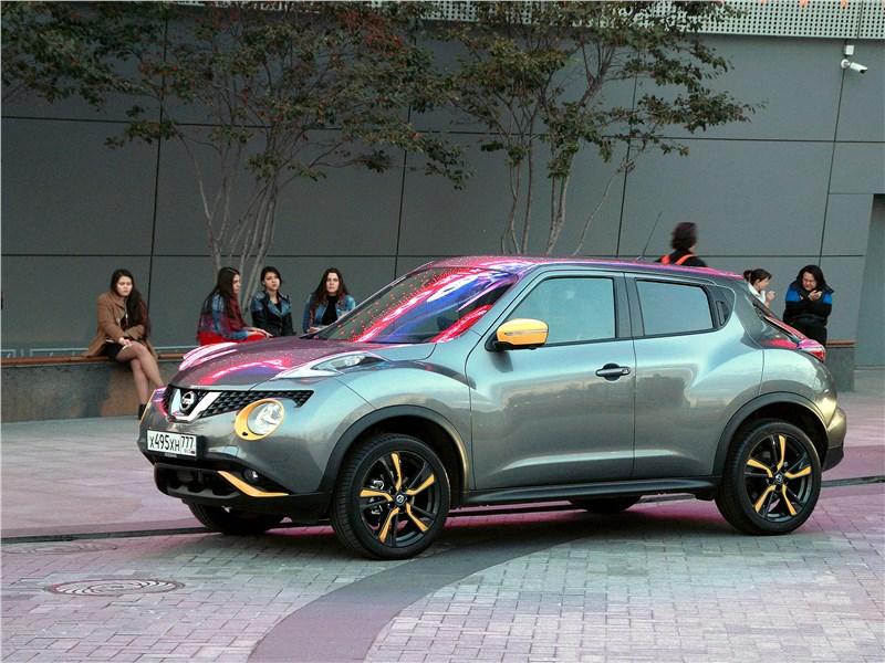 Nissan Juke 2017 вид сбоку