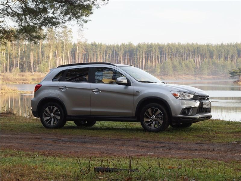 Mitsubishi ASX 2017 вид сбоку