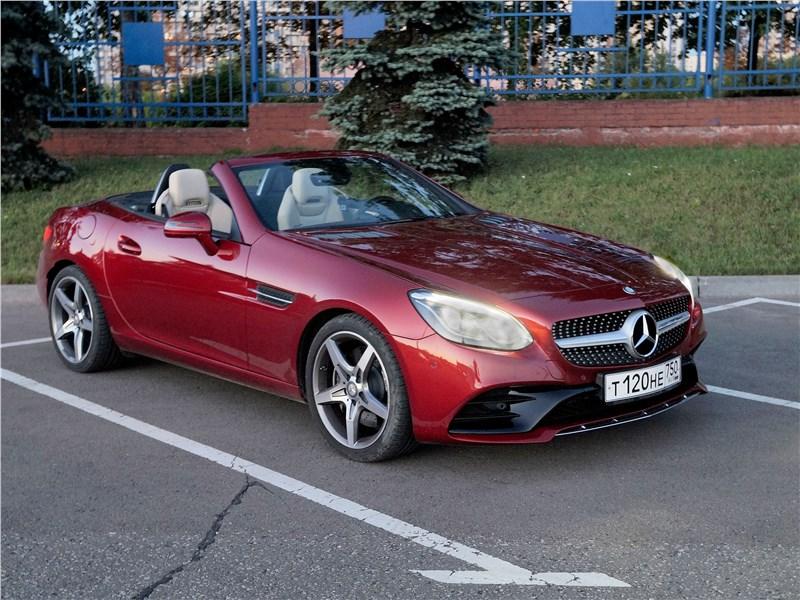 Mercedes-Benz SLC 2017 вид спереди без крыши