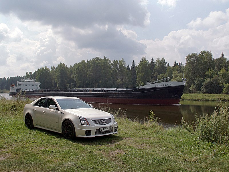 Cadillac CTS-V 2009 вид спереди