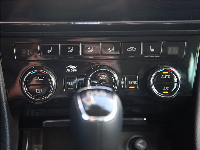 Skoda Superb Combi 2016 центральная консоль