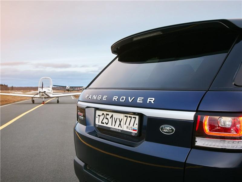 Land Rover Range Rover Sport 2017 вид сзади