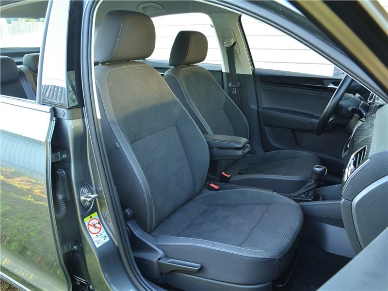 Volkswagen Polo (2020) передние кресла