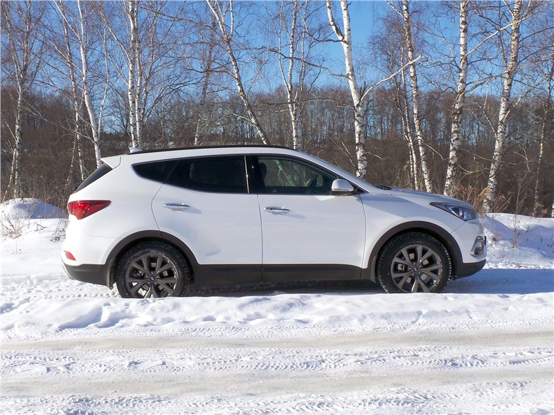 Hyundai Santa Fe 2015 вид сбоку