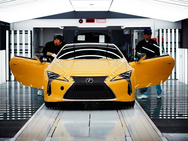 Купе Lexus LC появится в России в июле