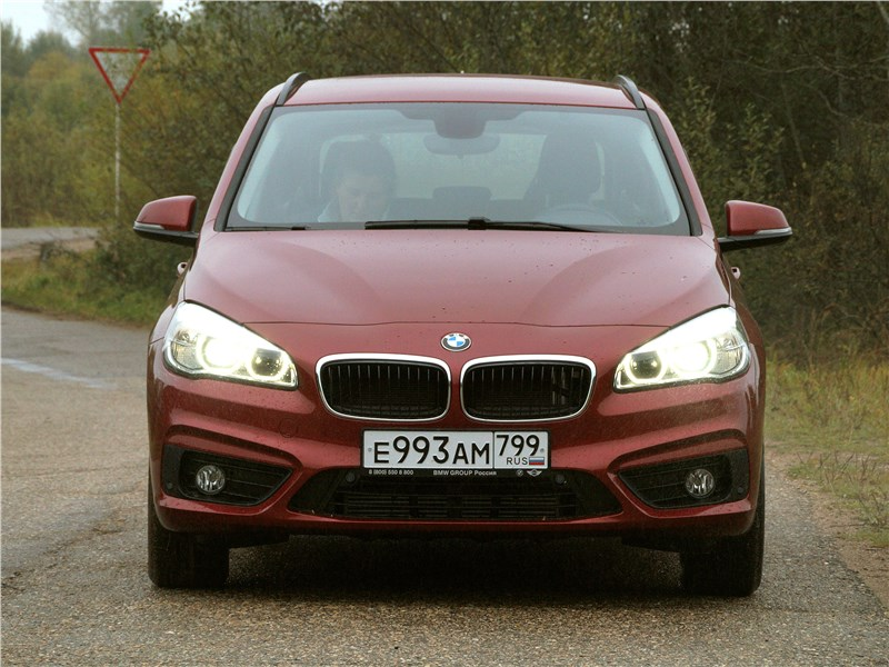 BMW 2 Series Active Tourer 2017 вид спереди