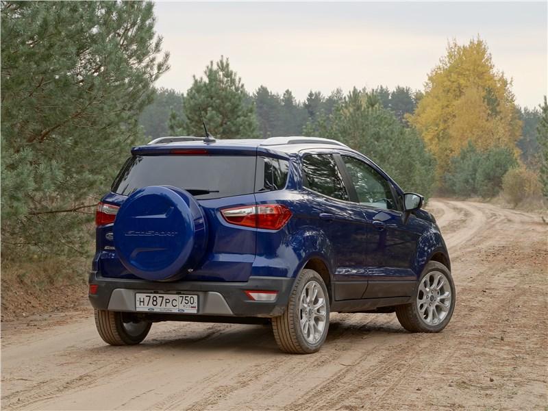 Ford EcoSport 2018 вид сзади сбоку