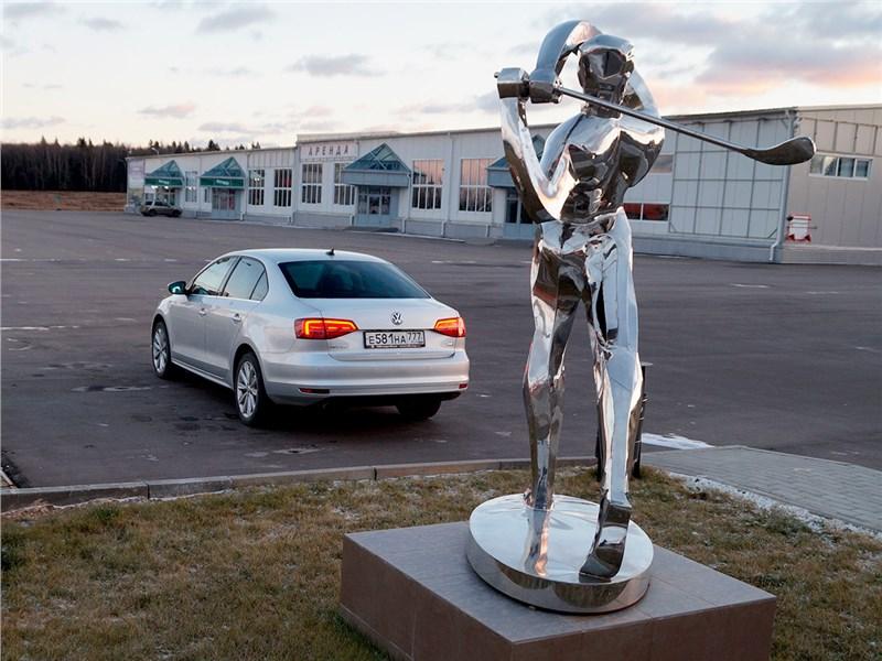 Volkswagen Jetta 2015 вид сзади