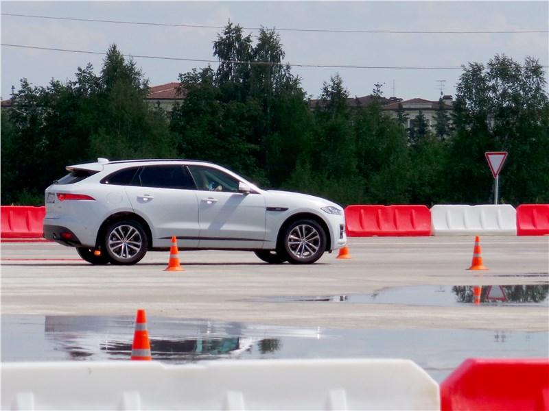 Jaguar F-Pace 2016 на трассе