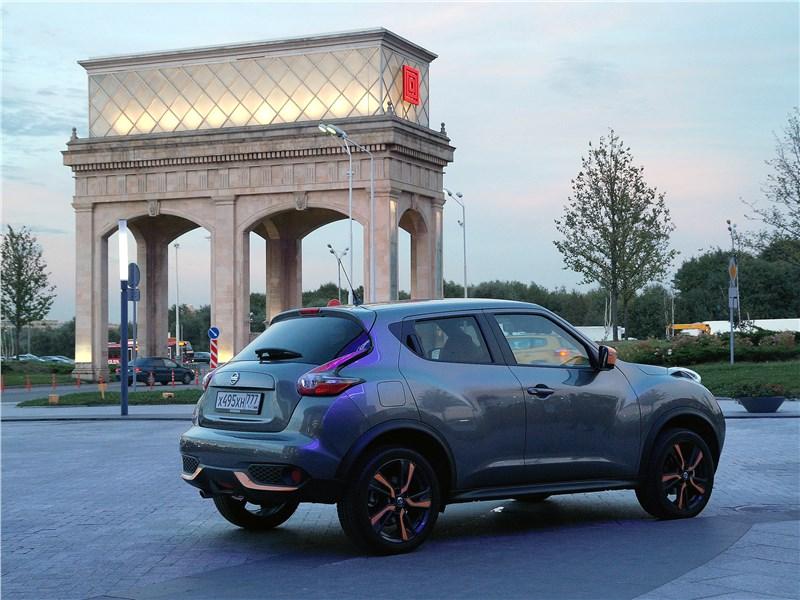 Nissan Juke 2017 вид сзади