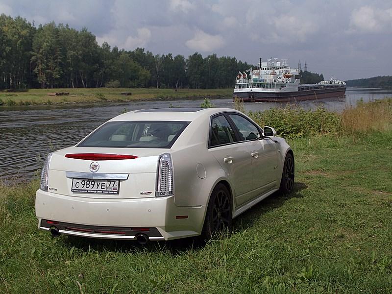 Cadillac CTS-V 2009 вид сзади