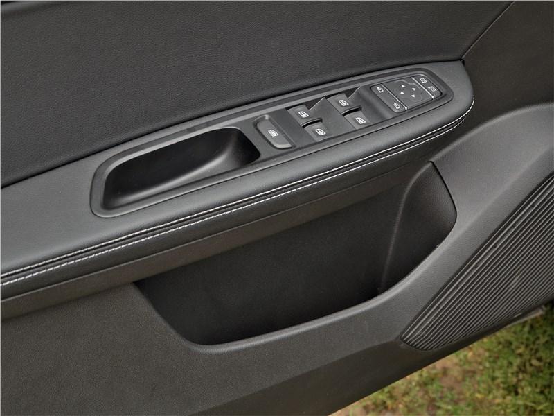 Renault Arkana 2020 карман в двери
