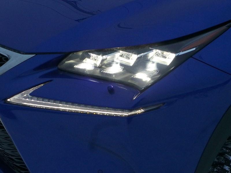 Lexus NX 2014 передняя фара