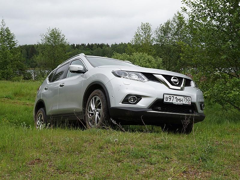 Nissan X-Trail 2014 вид спереди