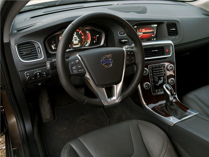 Volvo V60 Cross Country 2015 водительское место