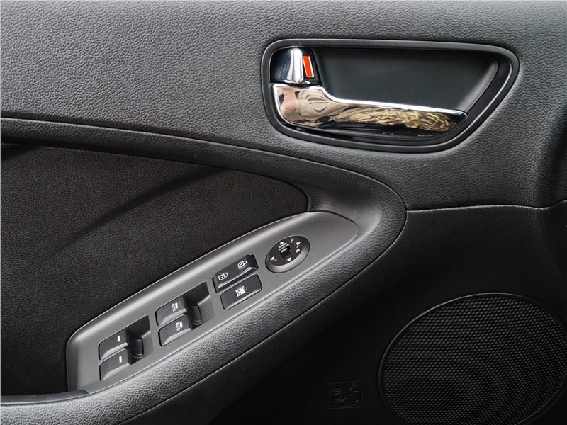 Kia Cerato 2016 дверь