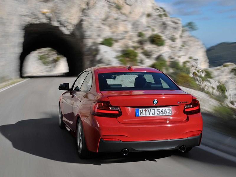 BMW 2 Series 2013 вид сзади красная