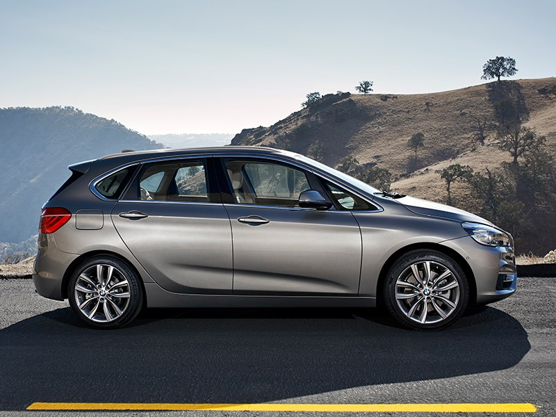 BMW 2 Series Active Tourer 2014 вид сбоку фото 2