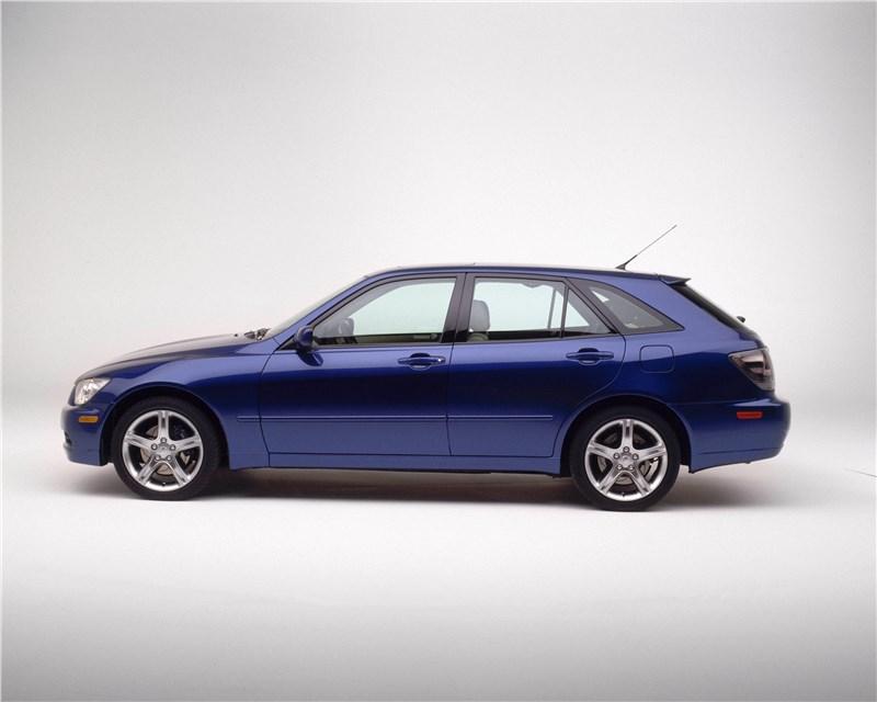 Lexus IS300 2001 универсал вид слева
