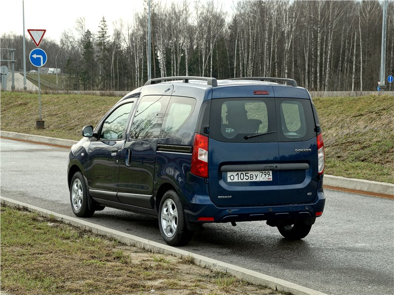Renault Dokker 2018 вид сзади