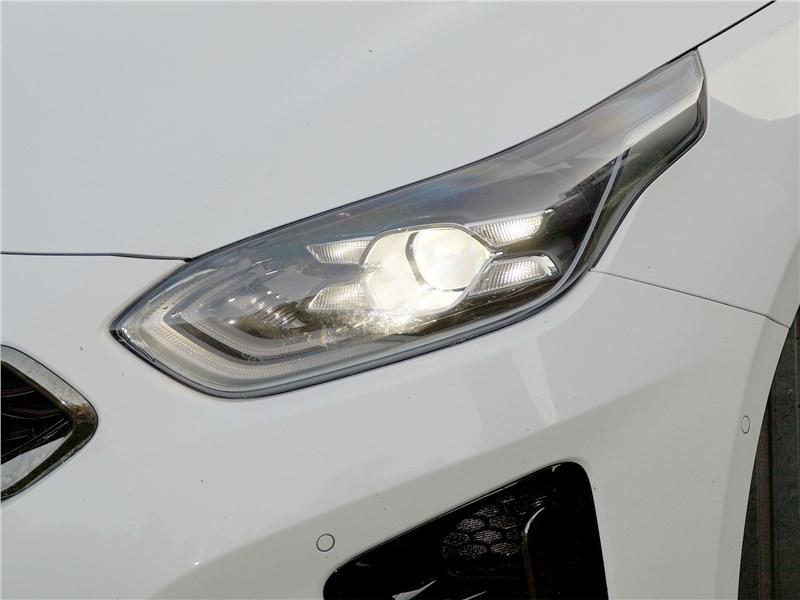 Kia ProCeed GT 2019 передняя фара