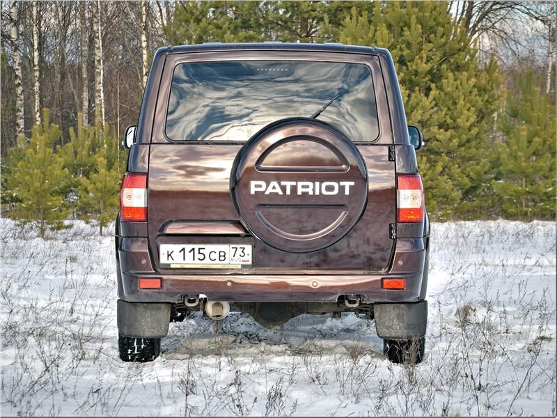 UAZ Patriot 2019 вид сзади