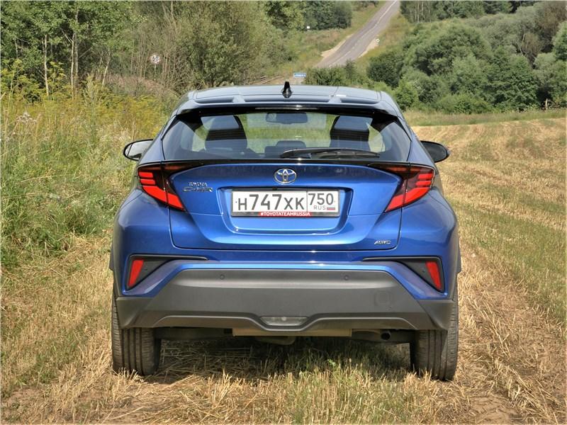 Toyota C-HR 2020 вид сзади