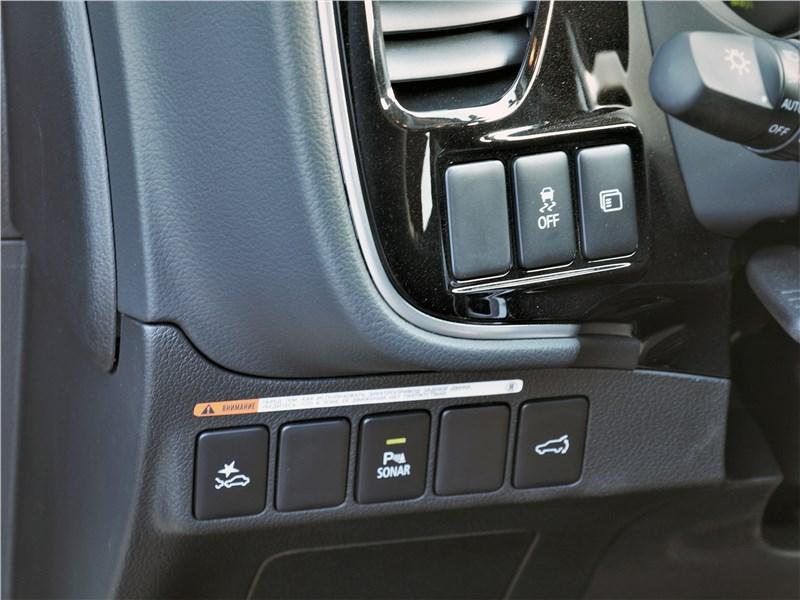 Mitsubishi Outlander (2021) кнопки