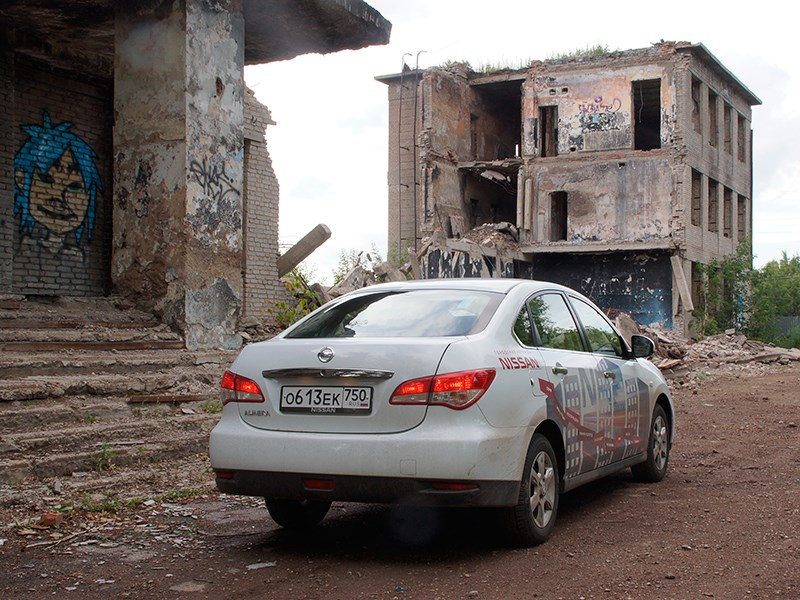 Nissan Almera 2014 вид сзади