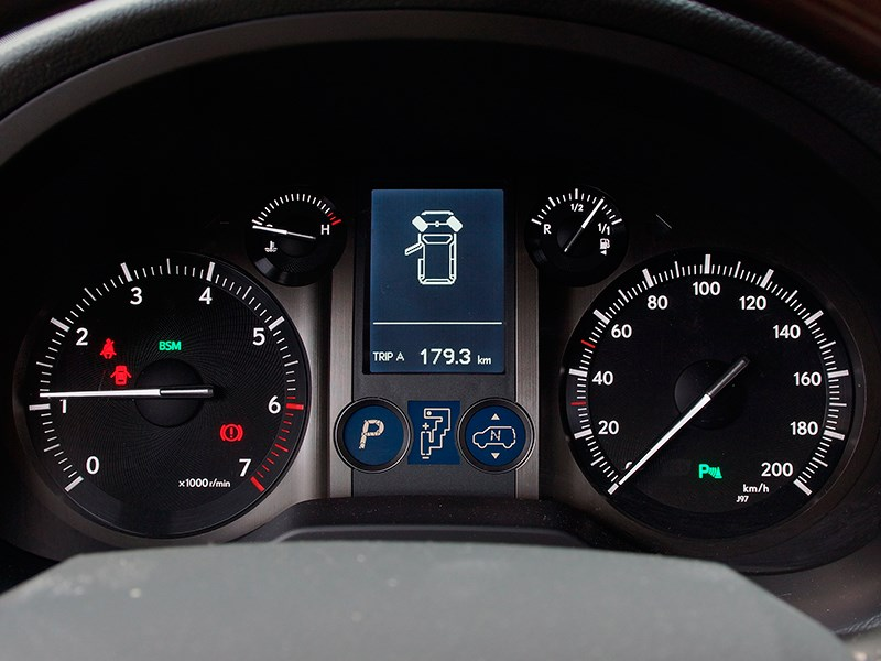 Lexus GX 460 2014 приборная панель