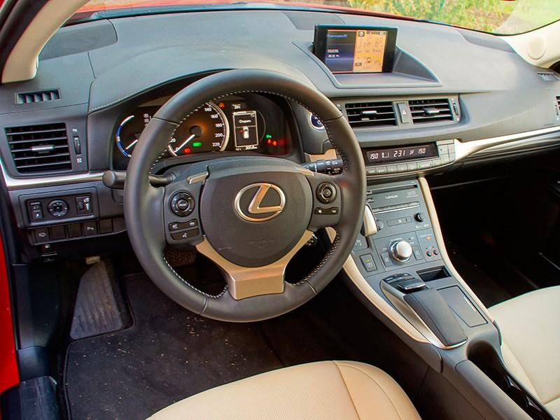 Lexus CT 200h 2014 водительское место