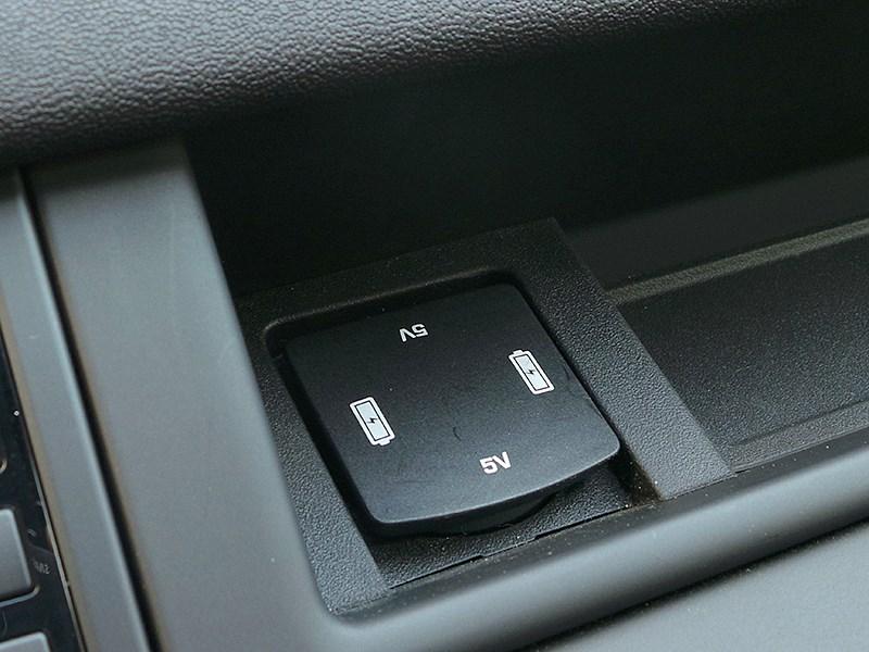 Land Rover Discovery Sport 2015 зарядное гнездо USB