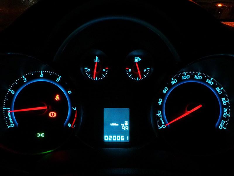 Chevrolet Cruze SW 2013 приборная панель