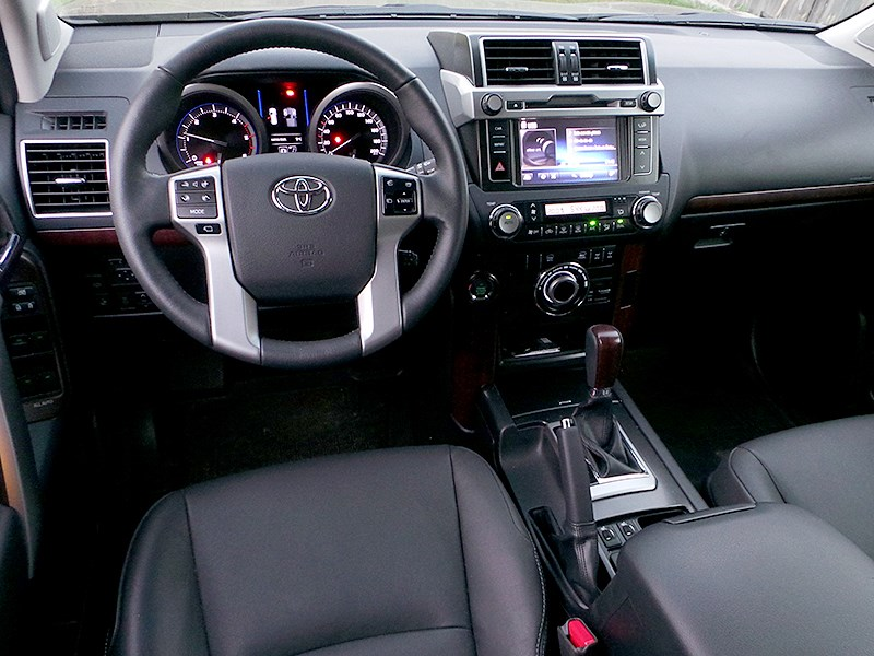 Toyota Land Cruiser Prado 2014 салон