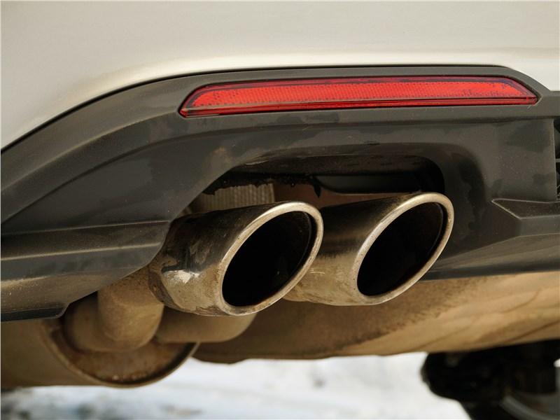 Volkswagen Polo GT 2016 сдвоенный патрубок выхлопной трубы