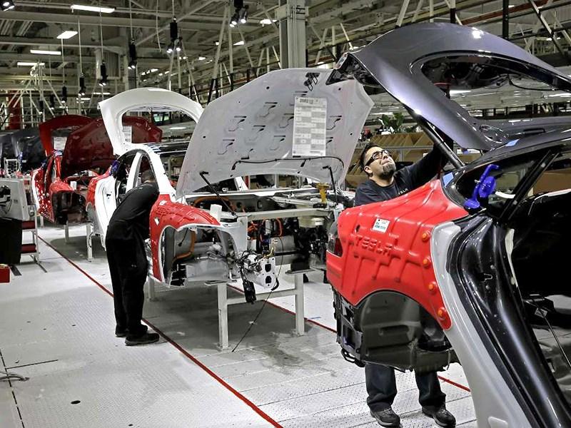 Рабочие Tesla пожаловались на условия труда