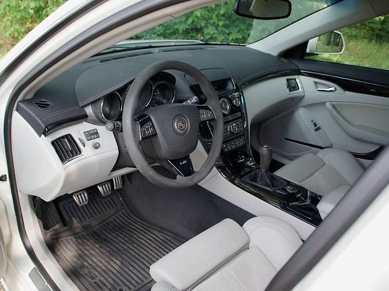 Cadillac CTS-V 2009 водительское место